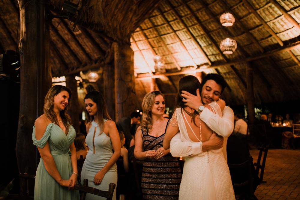 casamento-rustico-de-dia-santuario-morretes-decoração-vestido-boho-134