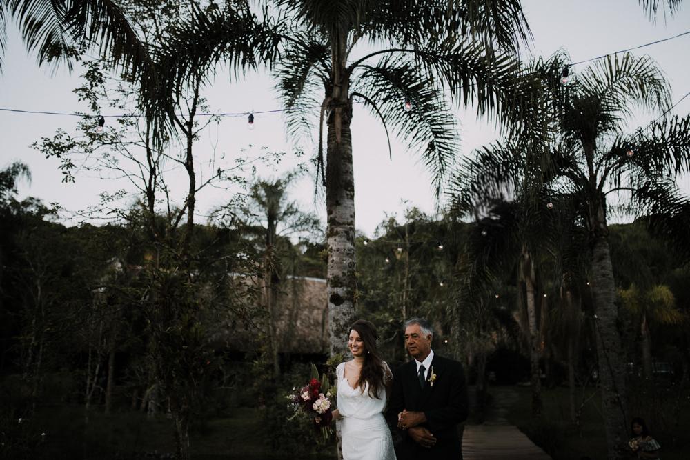 casamento-rustico-de-dia-santuario-morretes-decoração-vestido-boho-61