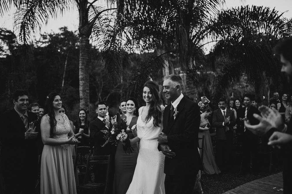 casamento-rustico-de-dia-santuario-morretes-decoração-vestido-boho-63