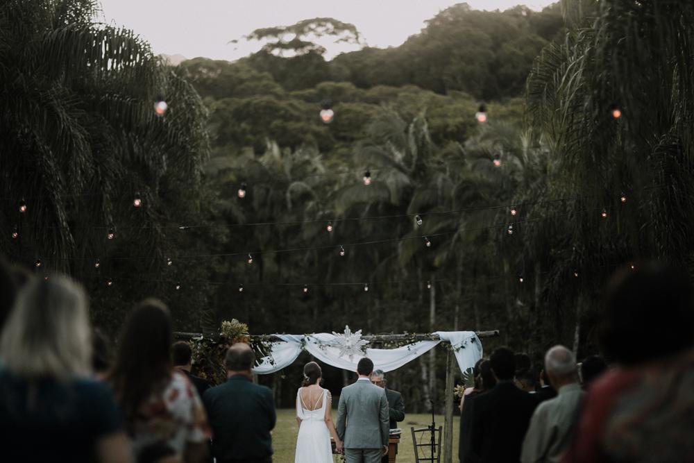 casamento-rustico-de-dia-santuario-morretes-decoração-vestido-boho-66