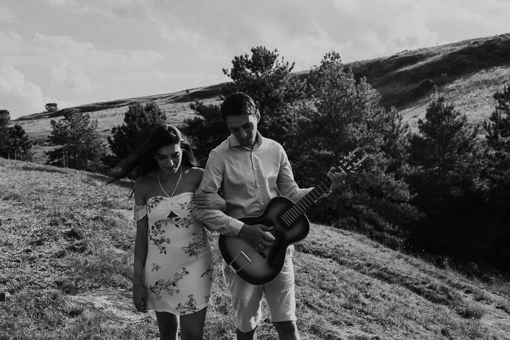 ensaio+casal+curitiba+campo+rustico+sol+violão+recanto+papagaios-35