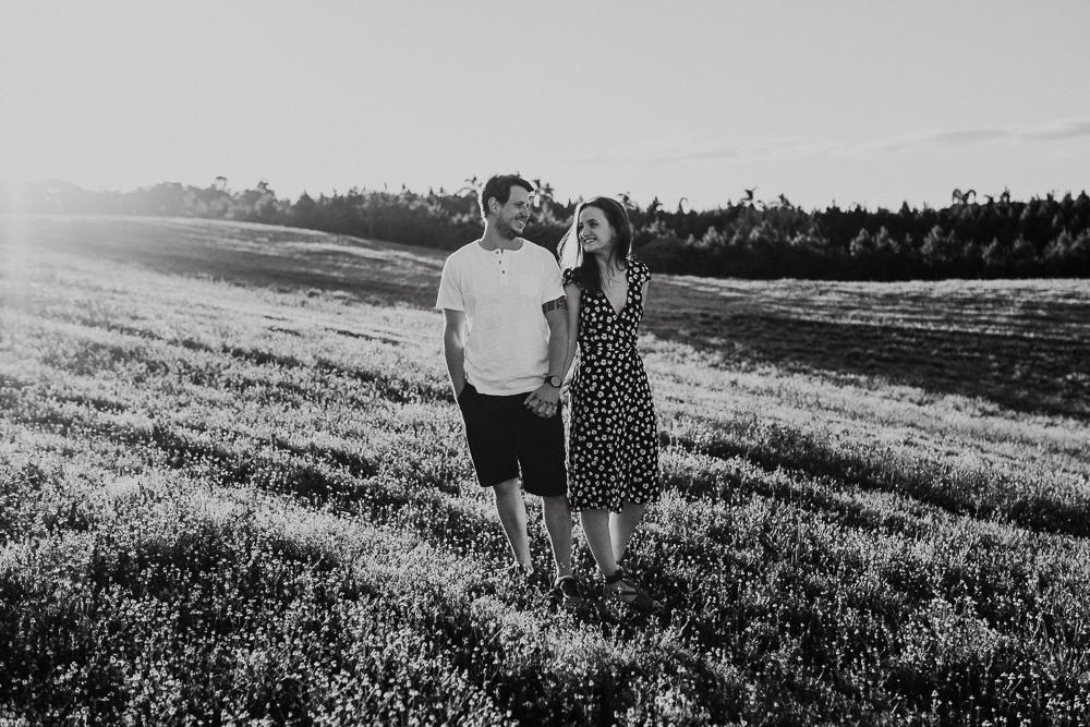 ensaio+campo+camomila+curitiba+sol+casal+flores-38